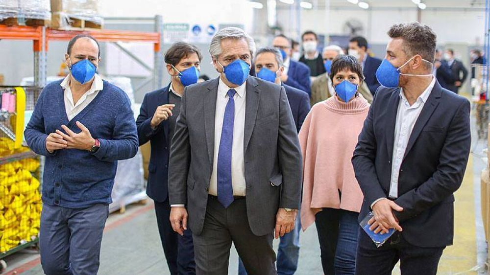 El presidente visitó la única empresa que produce barbijos aptos para el personal de la salud, en Quilmes