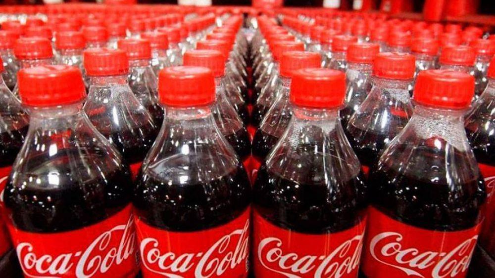 De Coca-Cola a Nestlé: así se comen la cabeza para 'matar' el plástico