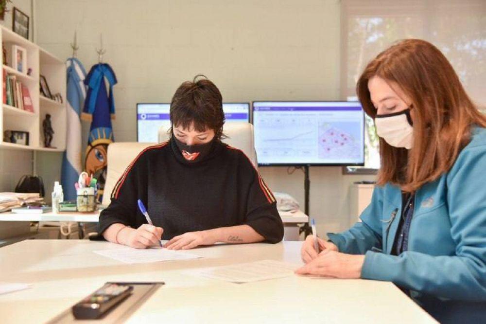 Mayra firmó un convenio con la ministra de Mujeres bonaerense