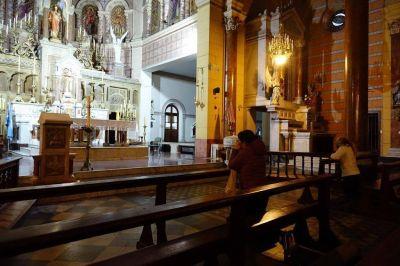 Sin agua bendita, una persona por banco y de 9 a 16: cómo es el protocolo para abrir las iglesias