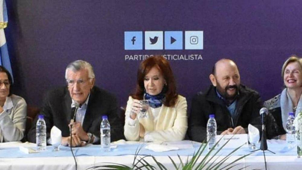 La foto que cambió el rumbo de la campaña electoral: cuando Alberto Fernández sonreía en un costado y todavía no soñaba con ser presidente