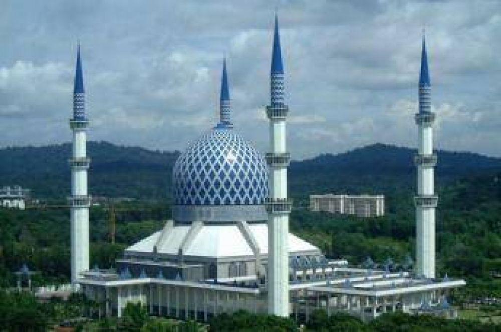 Las mezquitas empiezan a abrir en Malasia con un límite de 30 personas