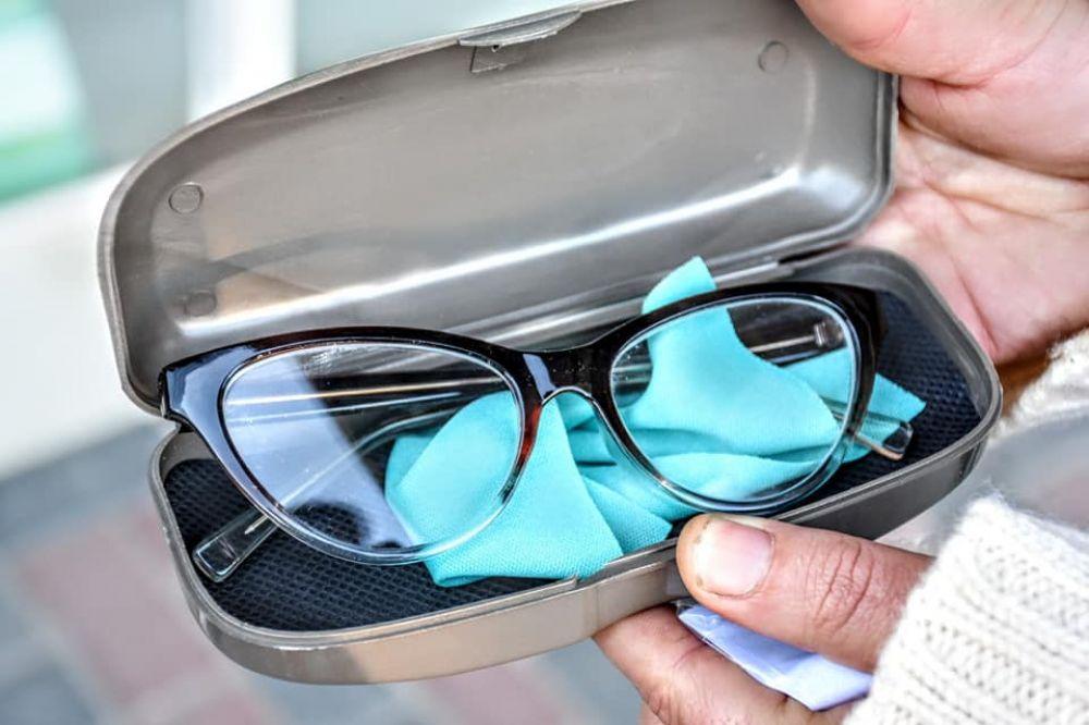 Merlo: Entrega de anteojos durante la cuarentena