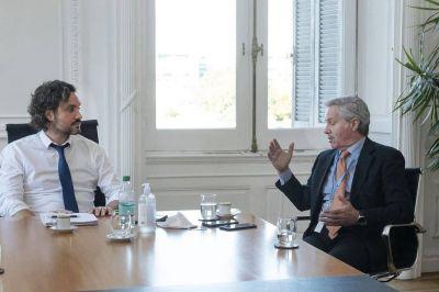 La gestión de Felipe Solá hace equilibrio entre internas, los varados y el Mercosur