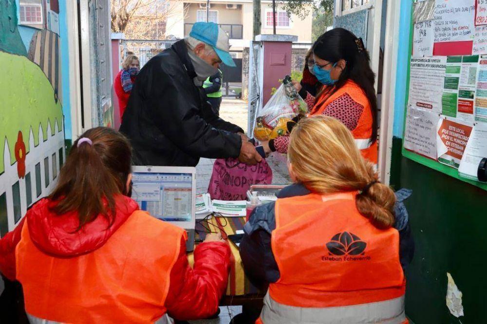 El Municipio de Esteban Echeverría entregó de 60 módulos alimentarios