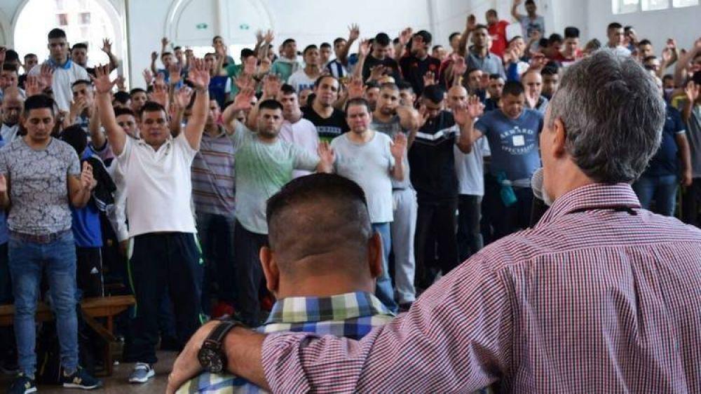 """La paradoja de los """"hermanitos"""": el nuevo poder de los pabellones evangelistas detrás del enfrentamiento en el penal de Florencio Varela"""