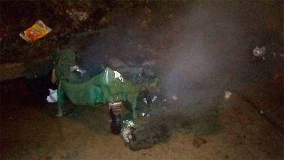 Quemaron tres contenedores de basura