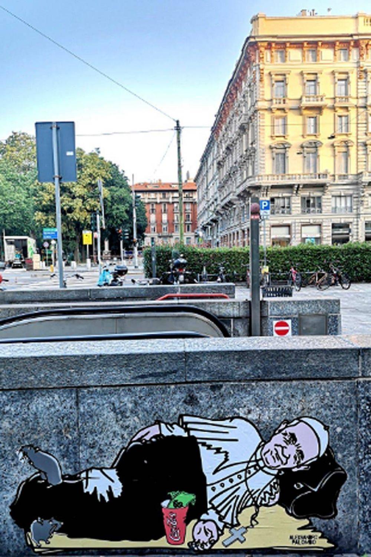 El Papa Francisco aparece en los muros de Milán como un mendigo y alerta sobre la emergencia social