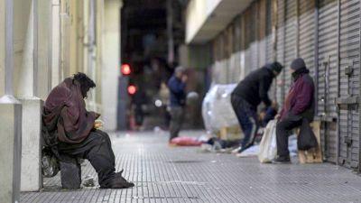 Coronacrisis: la pobreza subió en abril al 40% y el 88% de las familias quedó endeudada en mayo