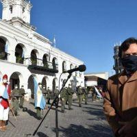 Gustavo Sáenz aisló a originarios y, tras los reclamos, tuvo que escaparse del acto del 25 de mayo