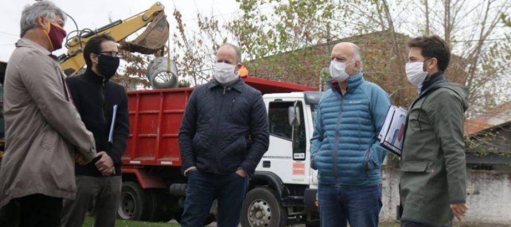 Grindetti e Insaurralde recorrieron obras de pavimentación en la zona limítrofe de Lomas y Lanús
