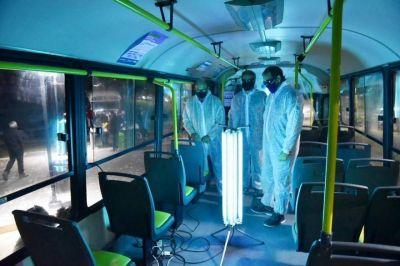 Garro presentó un novedoso sistema de luz ultravioleta para eliminar el COVID-19 en micros