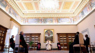 El Papa: la oración es refugio ante la ola de maldad que crece en el mundo
