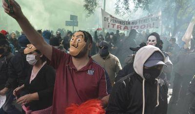 Masiva movilización de municipales cordobeses contra la reforma previsional y el recorte de sus salarios