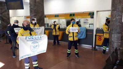 Trabajadores de correo realizaron una protesta en reclamo de reapertura de paritarias