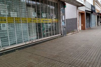 En La Plata cierra un comercio cada cuatro horas, y en Calle 12 dicen