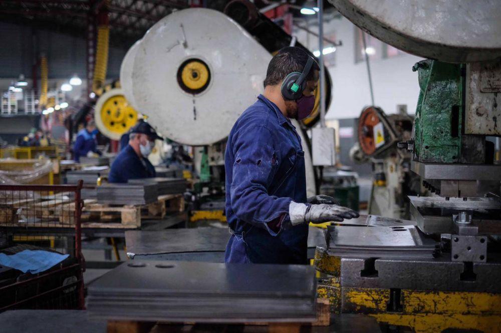 El Gobierno autorizó más actividades económicas en ocho municipios bonaerenses
