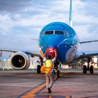Aerolíneas Argentinas suspenderá por dos meses a 7.500 de sus 12.000 empleados