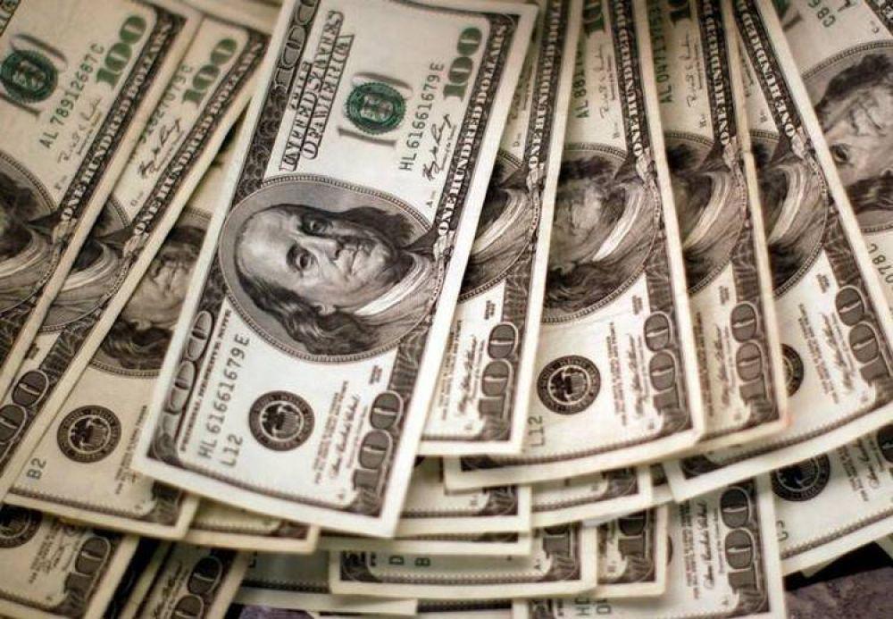 El BCRA busca frenar el drenaje de divisas de la economía tras la caída de reservas y de depósitos en dólares