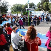 Docentes catamarqueños rechazaron la reforma del estatuto con una masiva marcha