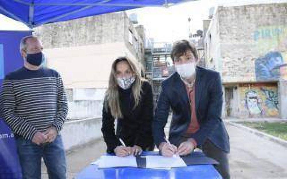 Municipio de Morón y Aysa entregaron lavandina en el Barrio Carlos Gardel y firmaron un convenio por obras