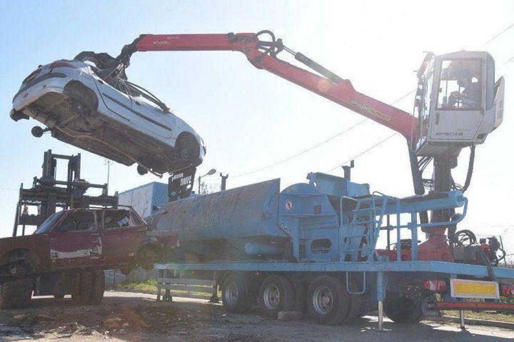 Ituzaingó | El Municipio comenzó a compactar chatarra y vehículos abandonados