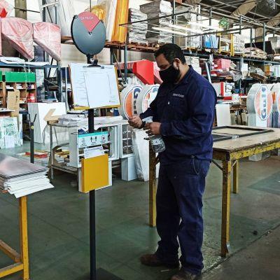 La fábrica Signo Plast S.A. de Tablada se reconvirtió y pudo volver a abrir sus puertas