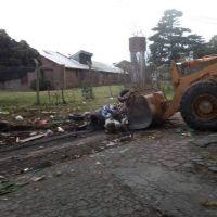 Tras la denuncia de vecinos, limpiaron basural en el barrio Bernardino Rivadavia