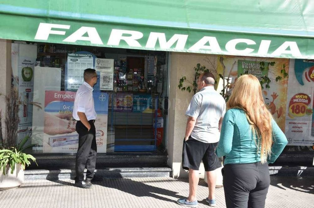Aumentan las consultas en farmacias por medicamentos en estudio para tratar Covid-19