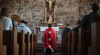 India aprueba reabrir algunas iglesias católicas para adorar y rezar