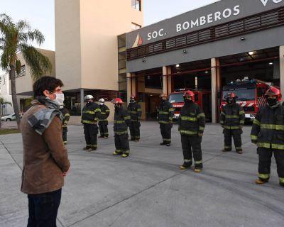 Juan Andreotti acompañó a los Bomberos en su día, y celebró la primera abanderada mujer
