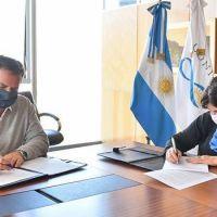 Sujarchuk firmó un acuerdo de cooperación mutua entre el Municipio y el Conicet
