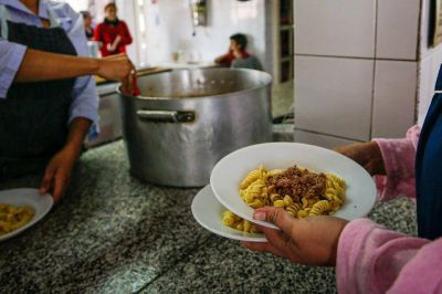 La Justicia le ordenó al gobierno porteño que entregue más comida a los comedores comunitarios