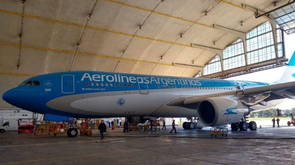 Cinco gremios aeronáuticos objetaron la propuesta de Aerolíneas Argentinas de suspender con recorte de salarios