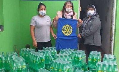 Rotary Antú entrega 2.000 botellas de gaseosas donadas por la Coca Cola