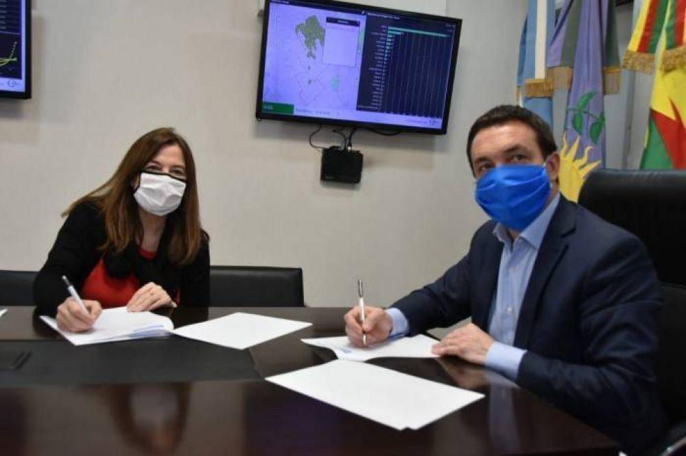Watson firmó un convenio con la ministra Estela Díaz