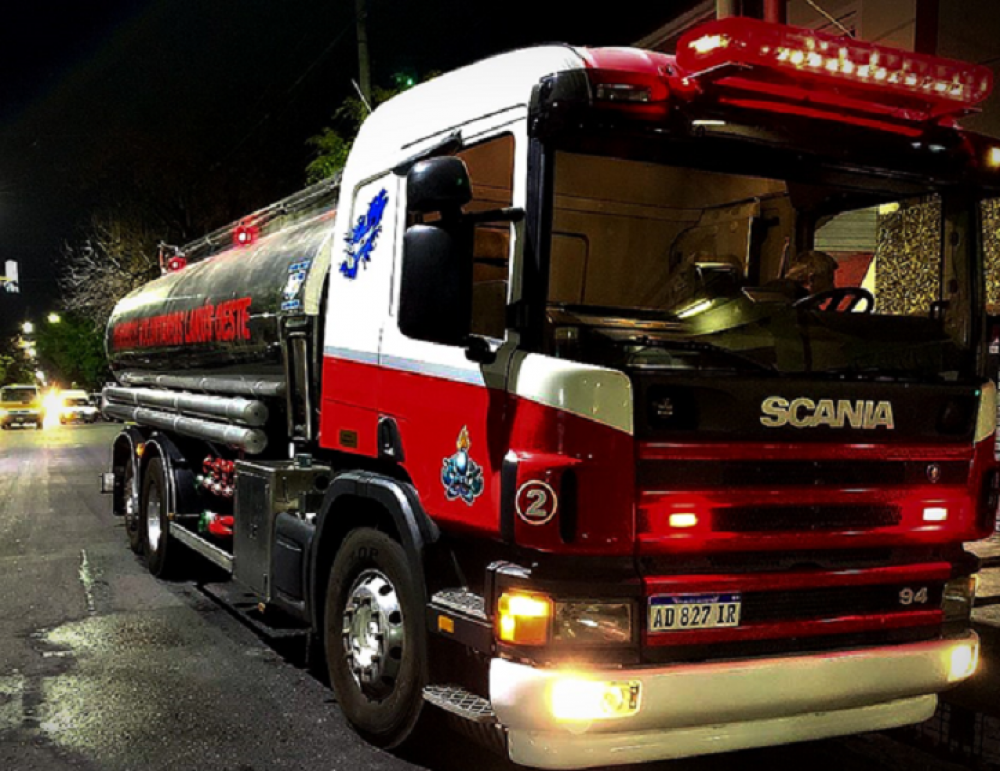 Nueva autobomba para los bomberos voluntarios de Lanús Oeste