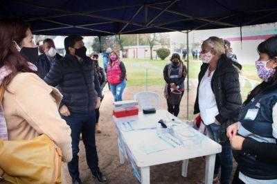 Moreno | Daniel Arroyo y Mariel Fernández supervisaron la entrega de tarjetas AlimentAR