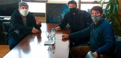 """Aecpra y Camioneros sellaron """"la unidad en defensa de los puestos de trabajo"""" en OCA"""