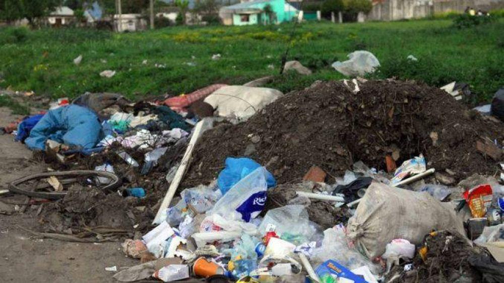 Vecinos de varios barrios se quejan por la no recolección de residuos