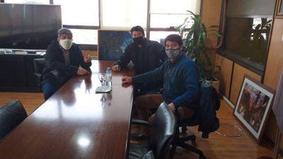 Salarios fraccionados y la amenaza de 340 despidos en OCA, que espera un salvataje de Moyano