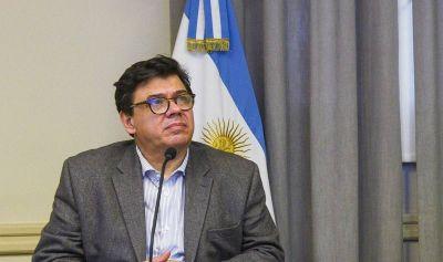Moroni aclaró que los despidos están prohibidos y que la doble indemnización rige para despidos indirectos