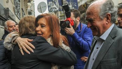 """La vigilancia al Instituto Patria, la denuncia que probaría el espionaje a Cristina Kirchner y la """"cobertura legal"""" de la AFI"""