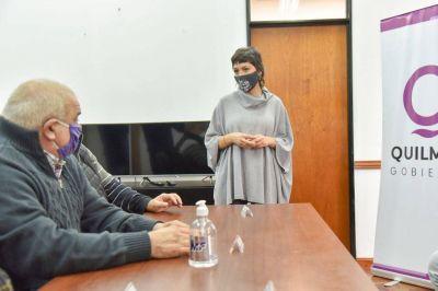 Mendoza entregó un subsidio a los cuatro cuarteles de los Bomberos del distrito