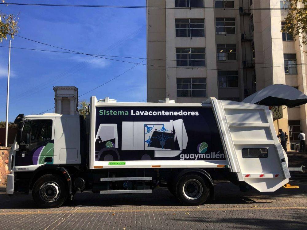 Nuevo camión para desinfectar contenedores plásticos