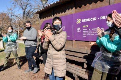 Mayra Mendoza inauguró el segundo EcoPunto de material 100% reciclado en la Plaza de las Colectividades