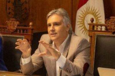 Llaryora va por el fin del co-gobierno con los gremios