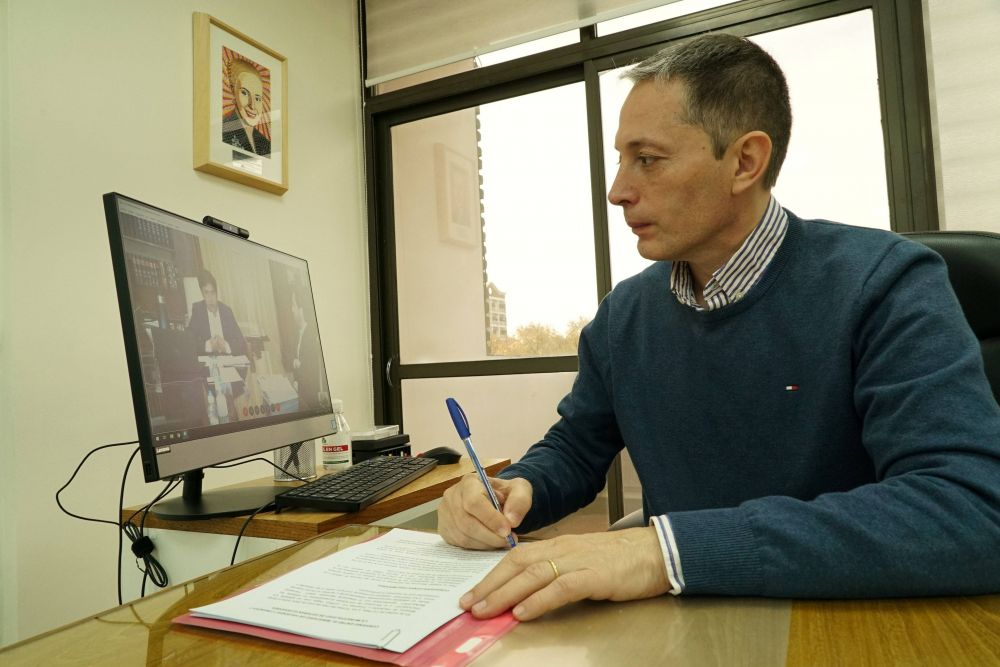 Fernando Gray firmó convenios de ayuda financiera con Axel Kicillof