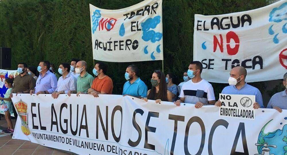 El negocio del agua embotellada en tierras de sequía enfrenta a varias localidades de España