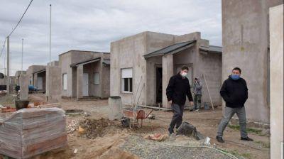 San Cayetano: el intendente recorrió barrios en construcción